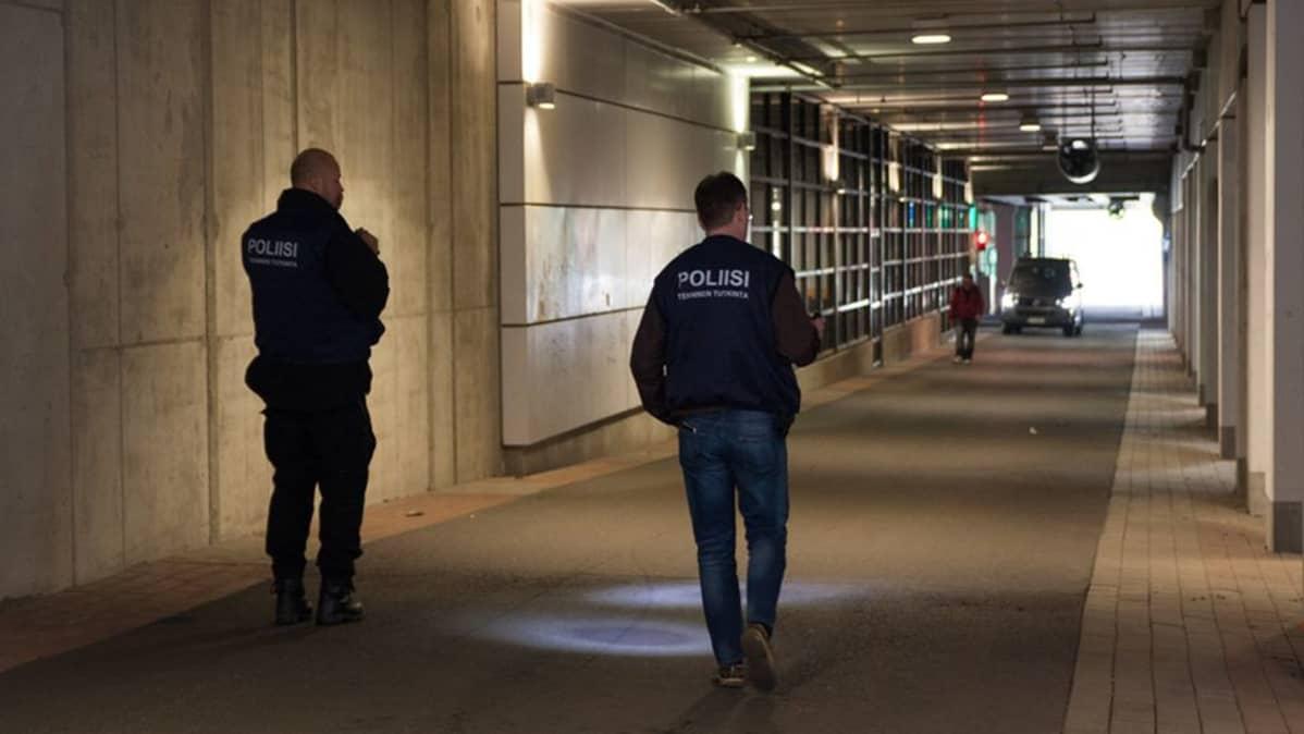 Poliisit tutkivat Kajaanin Prisman tunnelissa