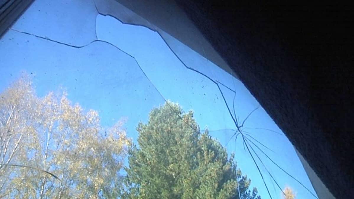 Rikkoutunut ikkuna
