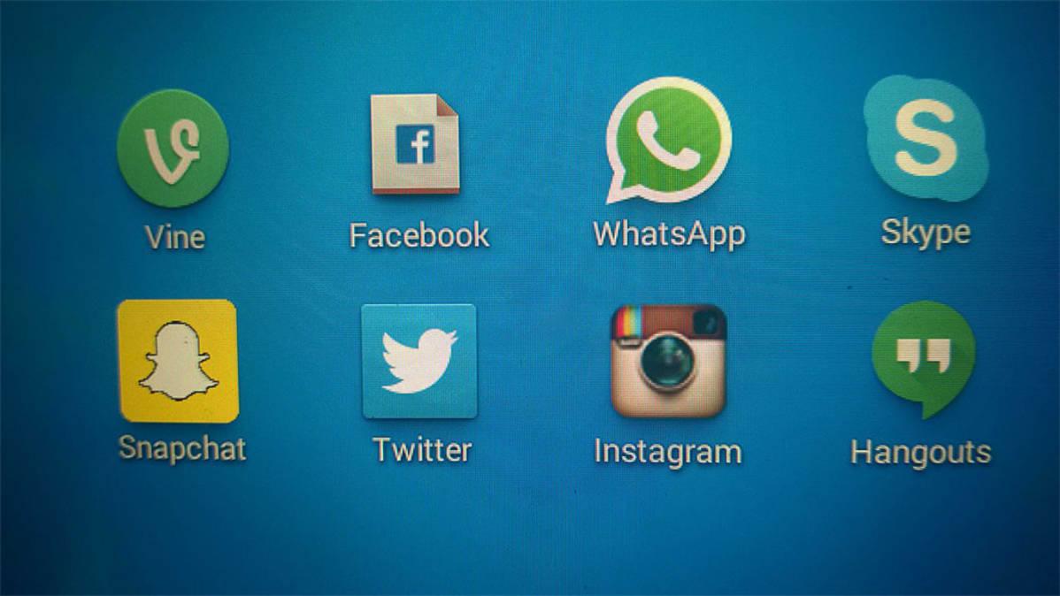 Kuvassa sosiaalisen median kuvakkeita  mobiilinäytöllä
