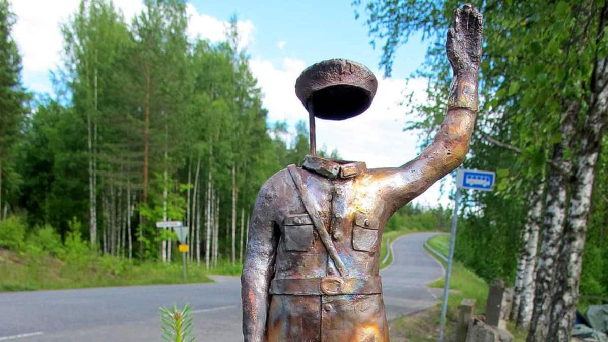 taideseppä Antti Nieminen, Peltipoliisi, Lappeenranta, ympäristötaide