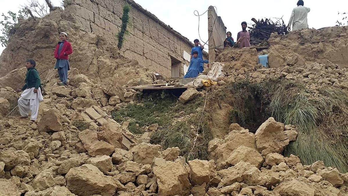 Maanjäristyksen tuhoja Pakistanissa.
