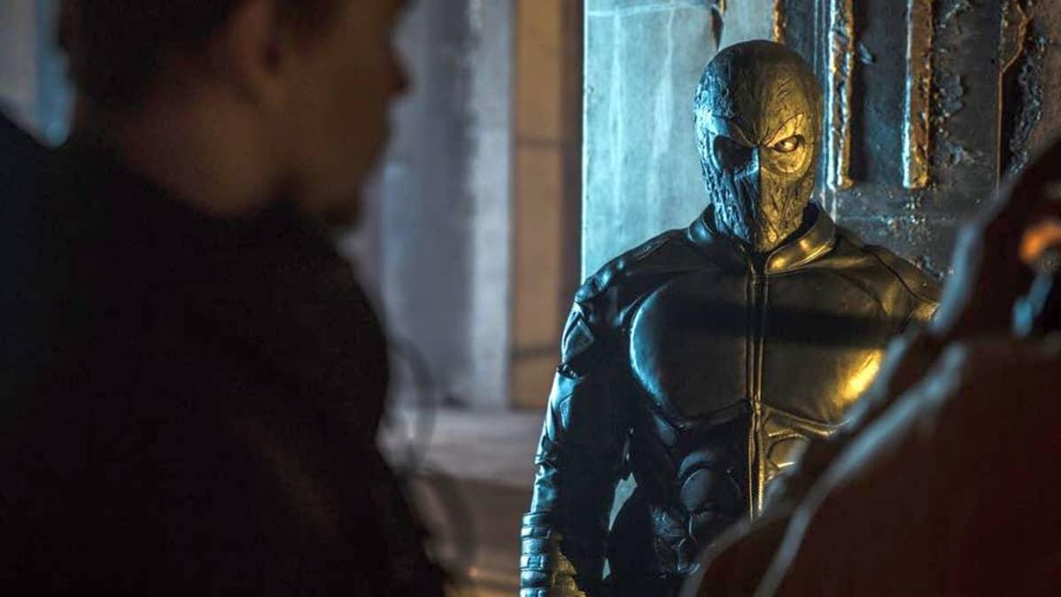 Kris Gummeruksen esittämän supersankarin esikuva on selvästi Batman.