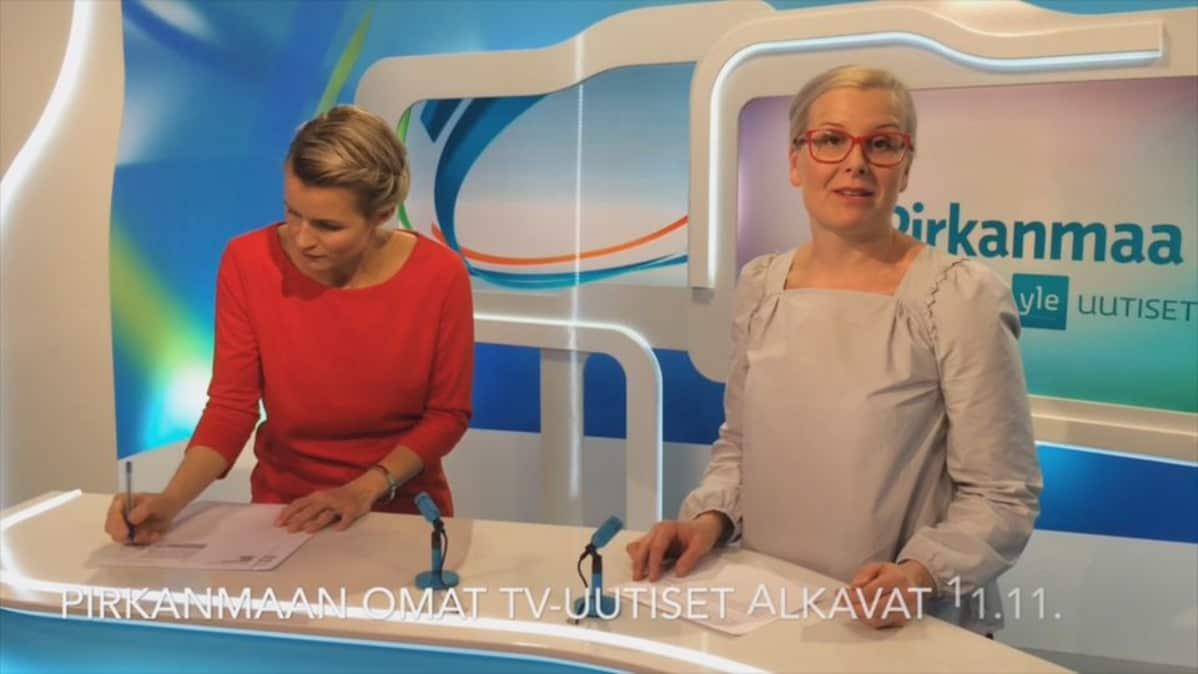 Milla Madetoja ja Katri Rauska studiossa