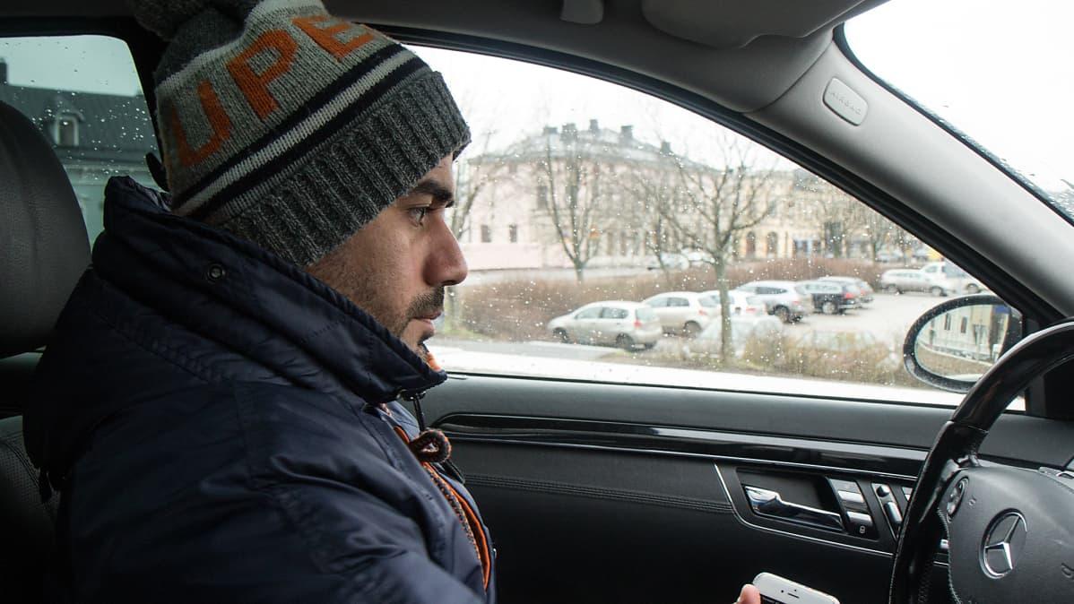 Prinssi Rami Jaber auton ratissa