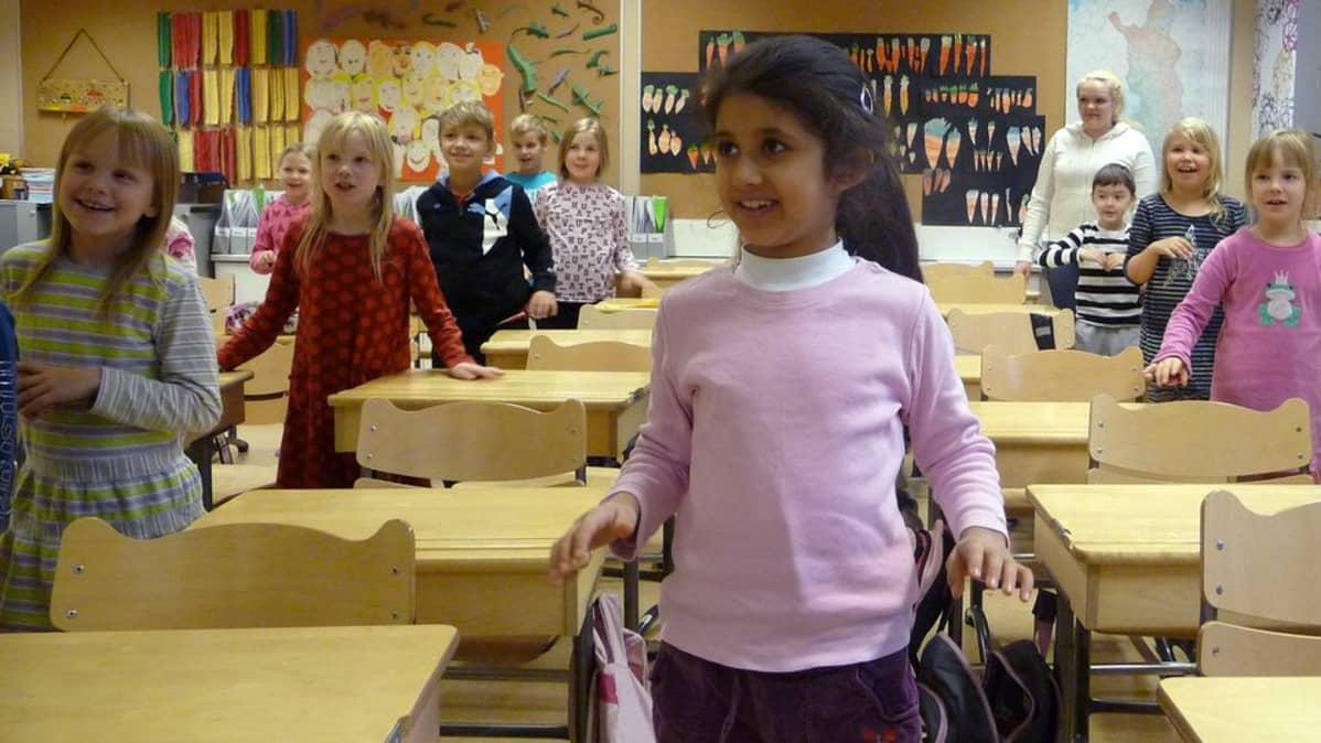 Syväkankaan koulun ekaluokkalaiset kielisuihkussa