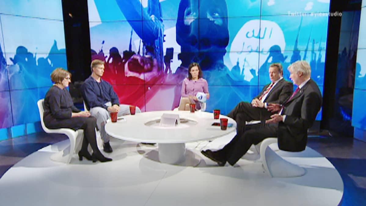 Heidi Hautala, Bruno Jäntti, Ilkka Kanerva ja Erkki Tuomioja vierailevat Ylen A-studiossa.