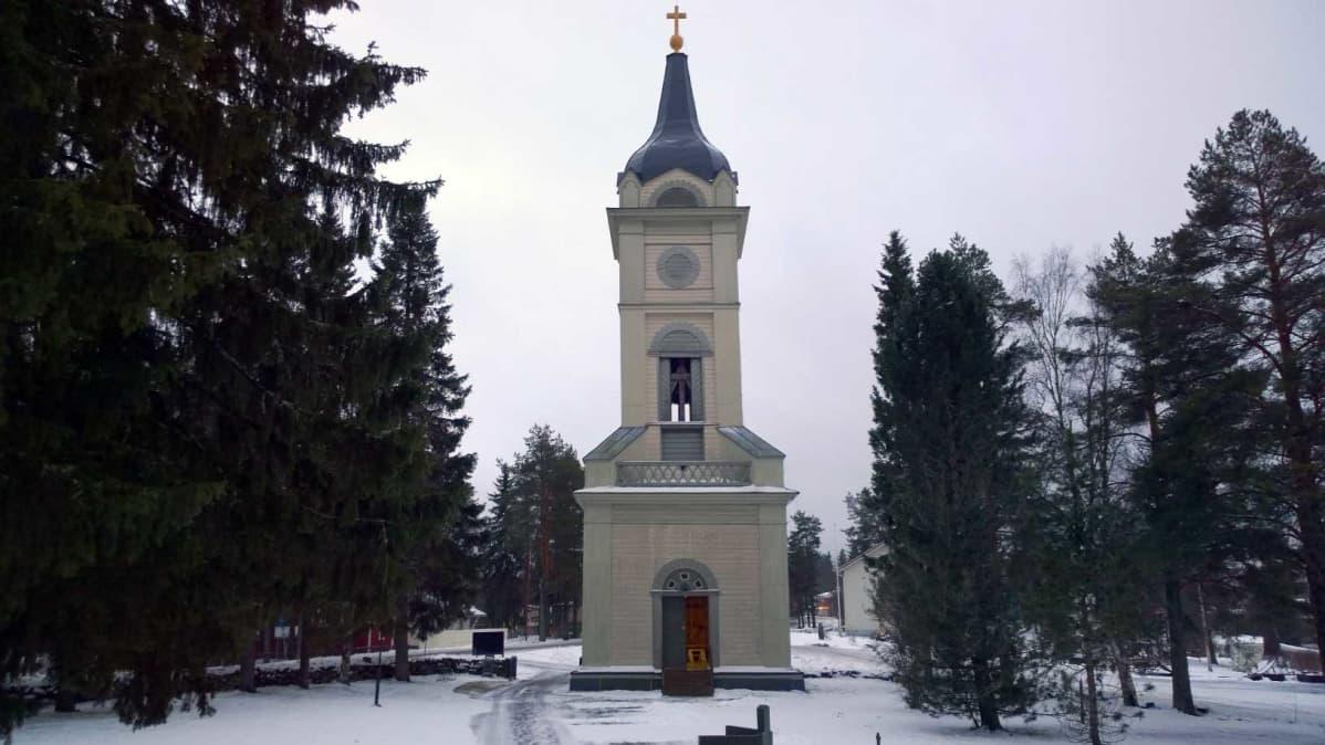 Siikalatvan Pulkkilna kirkon kellot ovat puisen 1843 rakennetun tapulin tornissa.