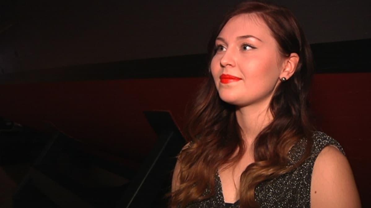 Kotkalainen laulaja Stella Löflund Vellamossa.