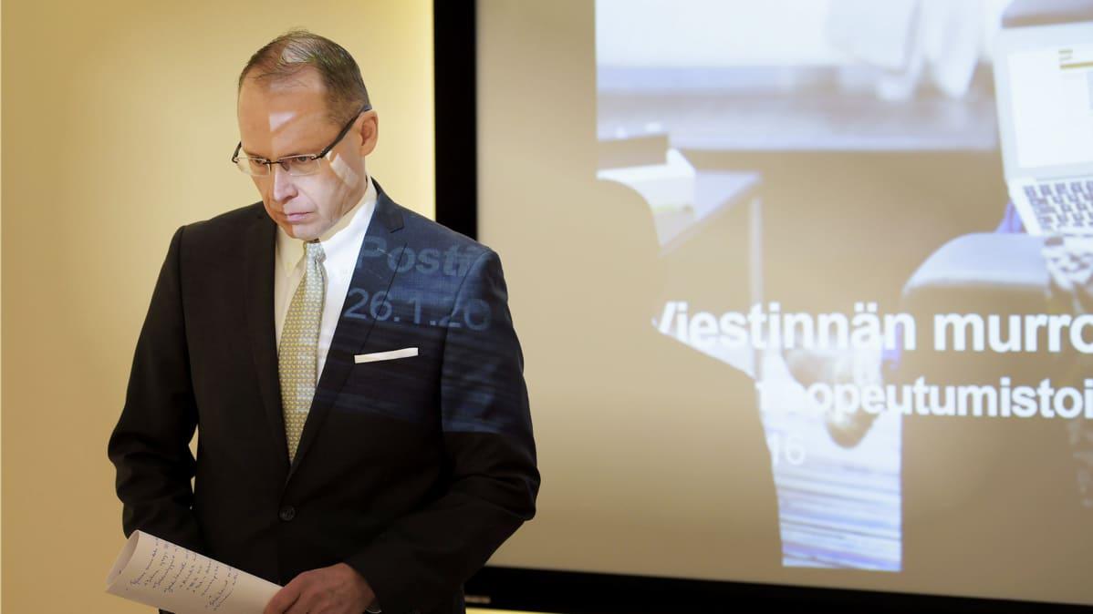 Heikki Malinen yt-neuvotteluja koskevassa tiedotustilaisuudessa yhtiön pääkonttorilla Helsingissä.