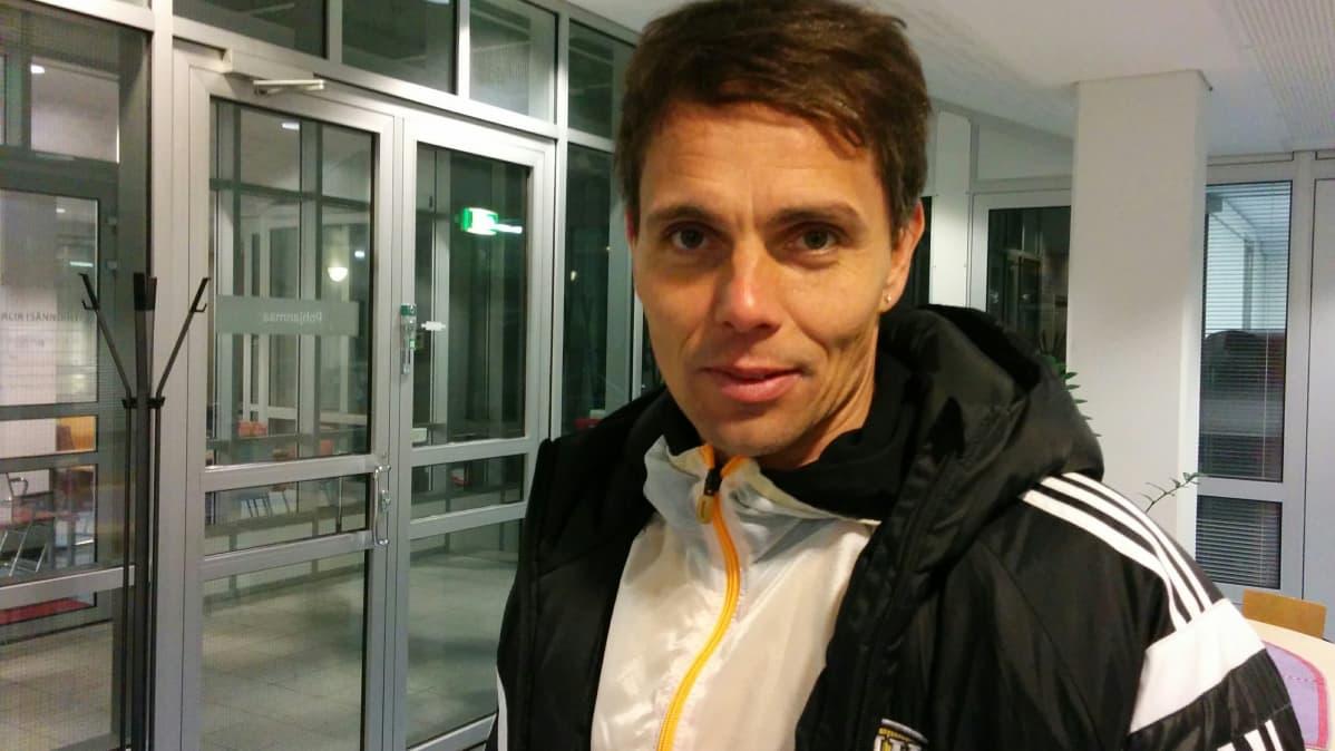 Seinäjoen Jalkapallokerhon päävalmentaja Simo Valakari