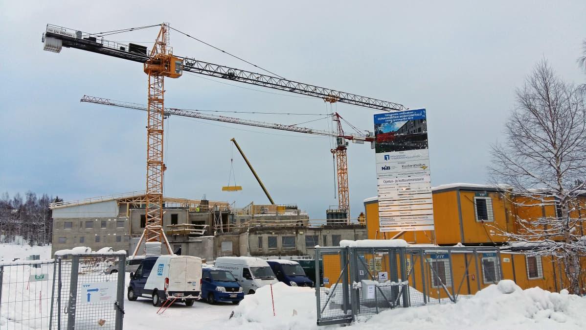 Ounasrinteen monitoimitalon rakennustyömaa helmikuussa 2016