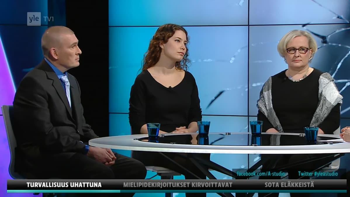 Jari Stolt, Sanna Palo ja Emma Kari.