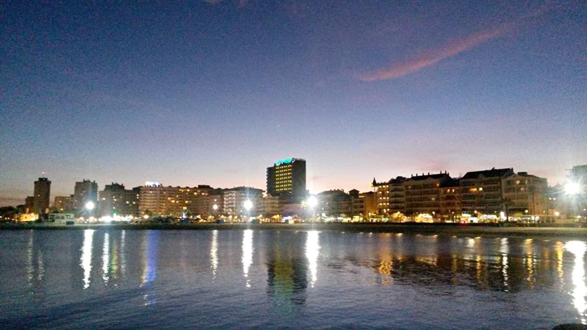 Helmikuinen yö Fuengirolassa