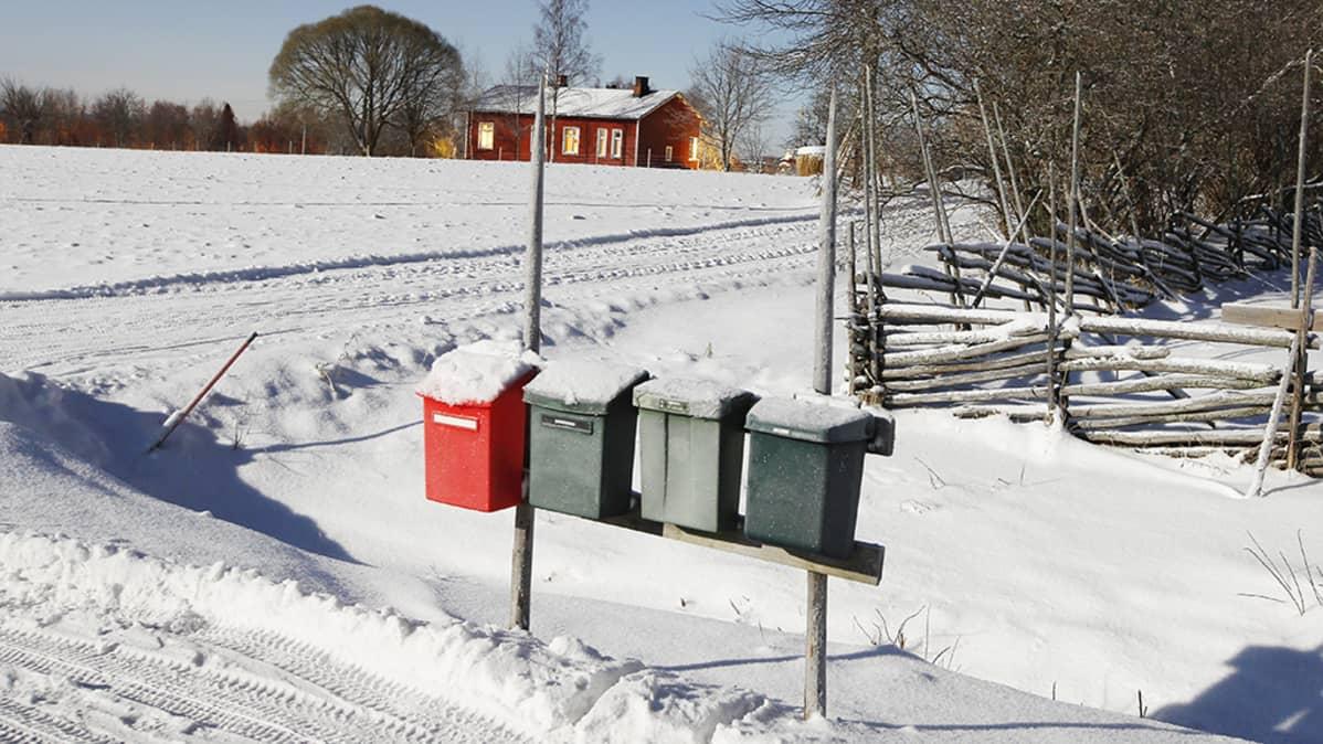 Postin jakelumuutokset kiristävät työtahtia