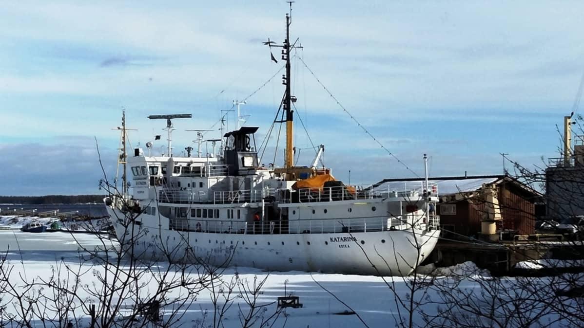 Koululaiva Katarina satamassa
