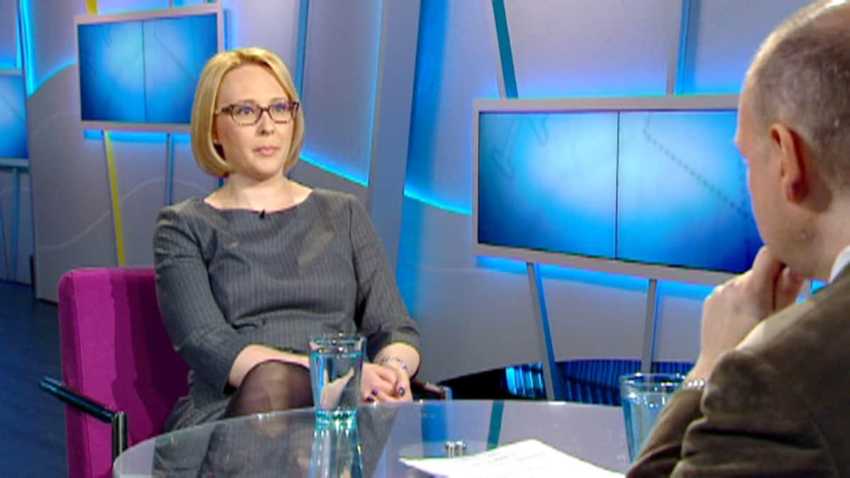 """Eduskunnan puhemies Lohela: """"Poliitikkojen olisi syytä"""