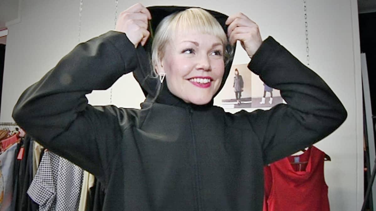 Katja Iljana painottaa suunnittelussaan unisex-vaatteisiin