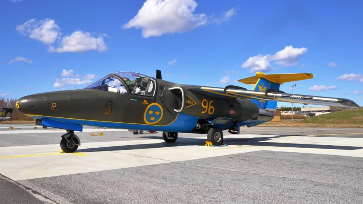 Ruotsin ilmavoimien suihkuharjoituskone Saab SK60.