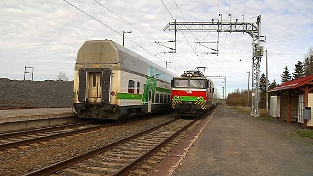 Junat Seinäjoelta ja Vaasasta pysähtyivät vielä vapun jälkeisellä viikolla Isossakyrössä.