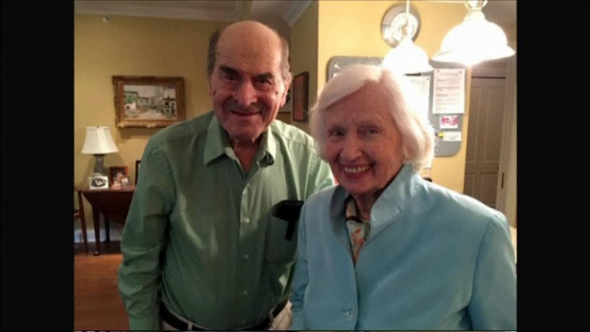 Henry Heimlich pelasti Patty Risin hengen kehittämänsä Heimlichin otteen avulla.