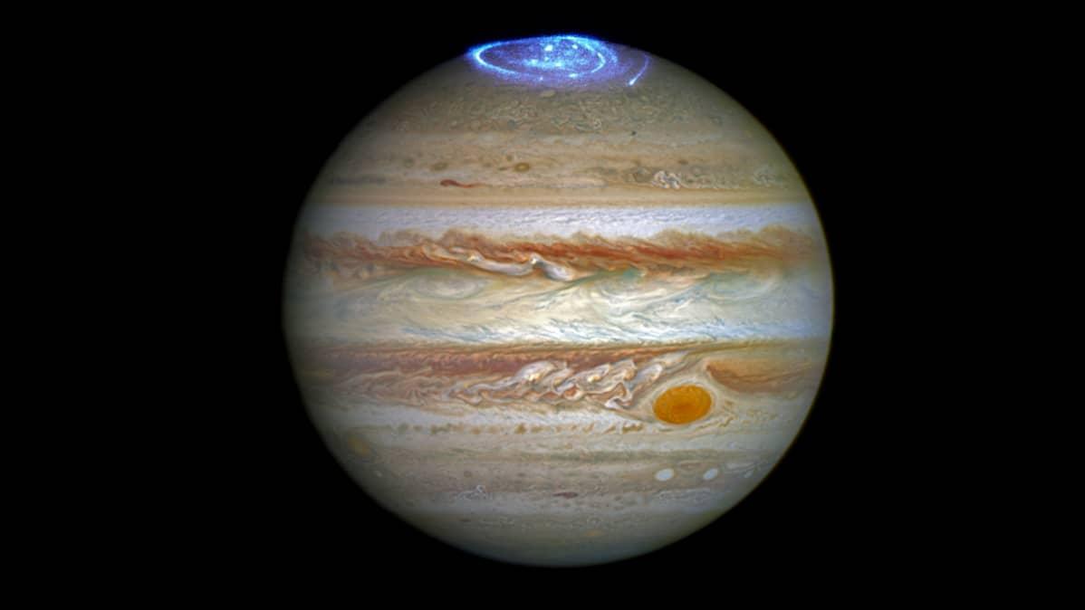 Revontulia Jupiterin pohjoisessa osassa.
