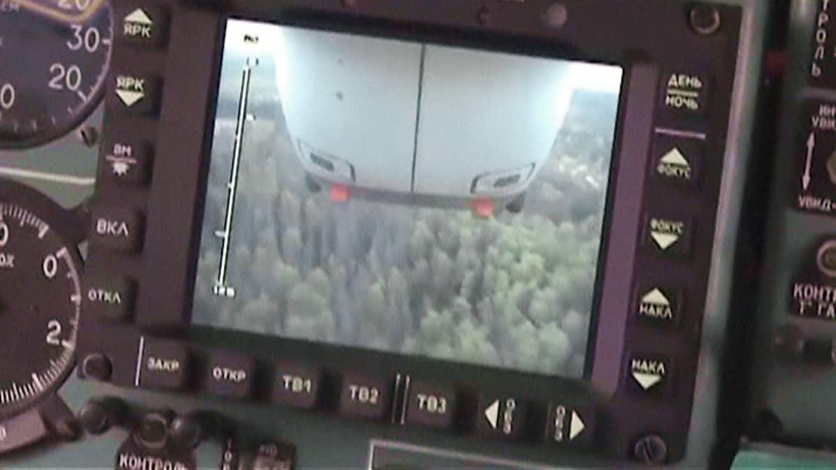 Näkymä Siperiassa sammutustöitä tekevästä lentokoneesta torstaina 30. kesäkuuta.