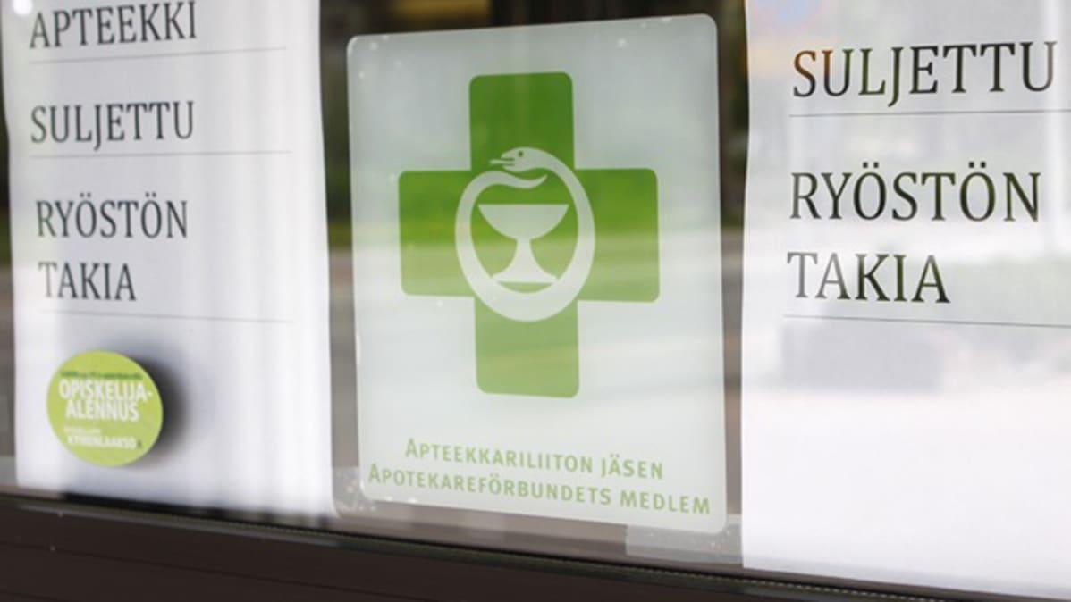 apteekin ovi, jossa lappu: apteekki suljettu ryöstön takia.
