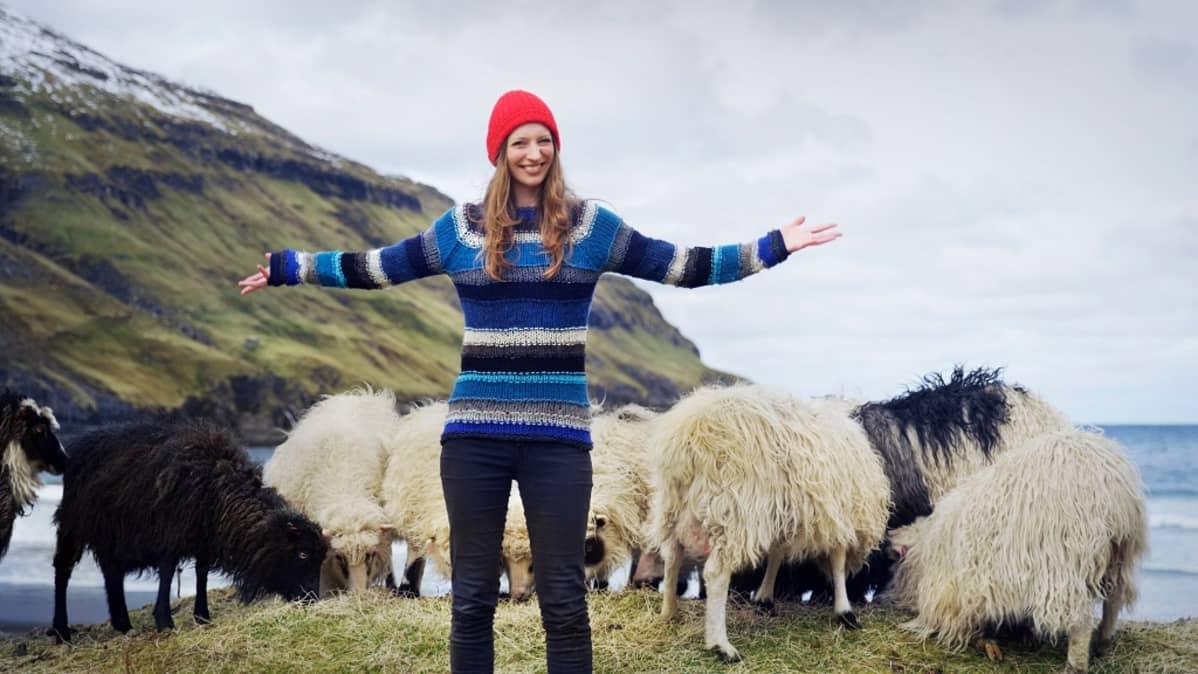 Nainen ja lampaita.