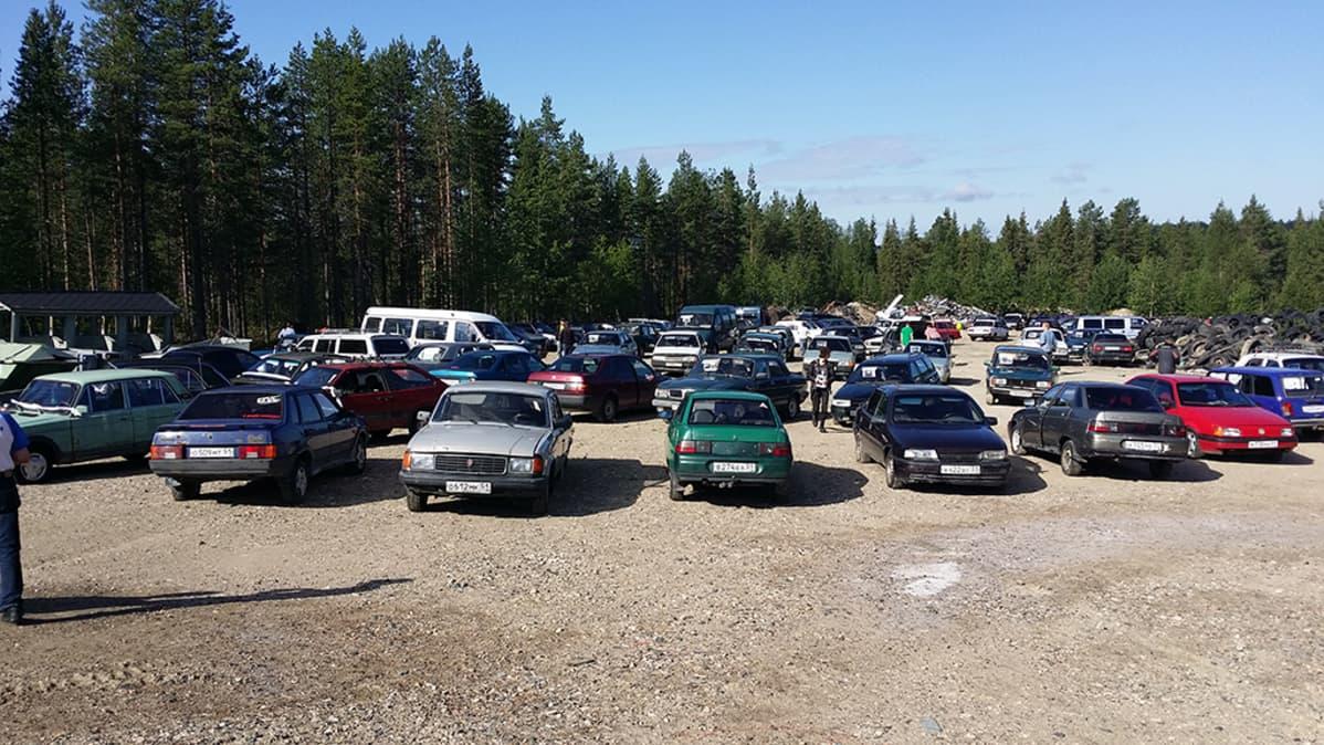 Venäläisten autojen huutokauppa Sallassa