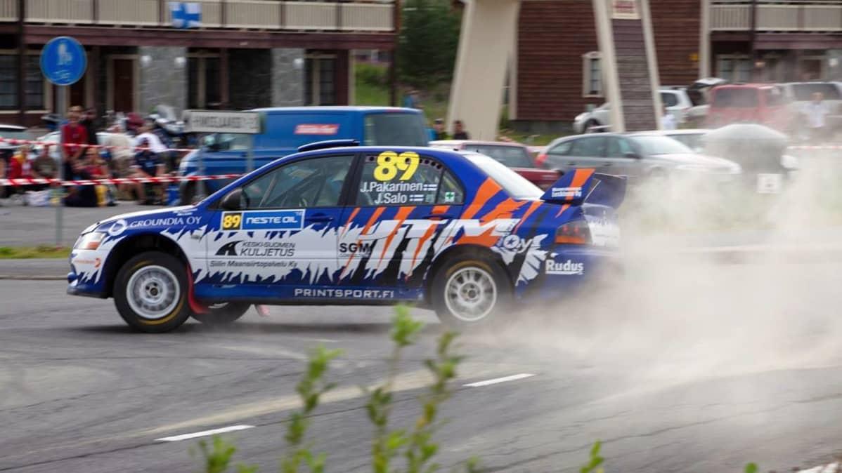 Joni Pakarisen tyylinäyte Himoksen erikoiskokeella Neste Oil Rallissa 2010.
