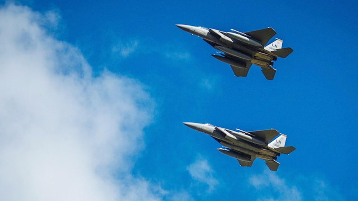 F-15-hävittäjiä