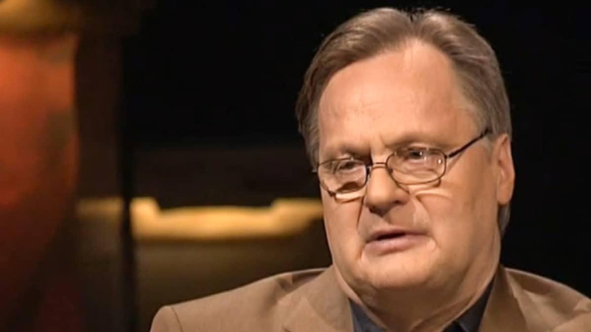 Juha Hernesniemi haastateltavana ohjelmassa 'Punainen lanka' vuonna 2006.