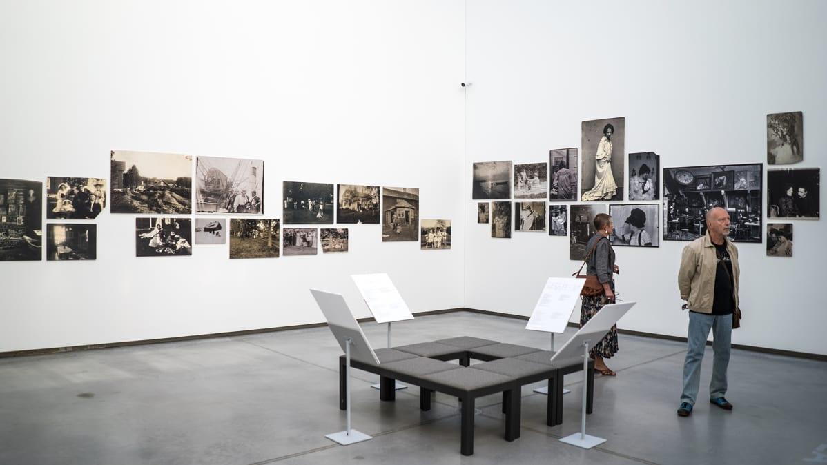 Janis Rozentalsin juhlanäyttely on esillä lokakuun loppuun Latvian kansallisessa taidemuseossa Riiassa.