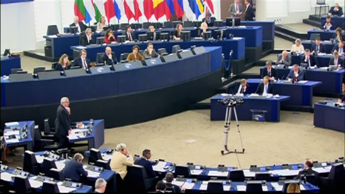 Juncker puhuu europarlamentissa.