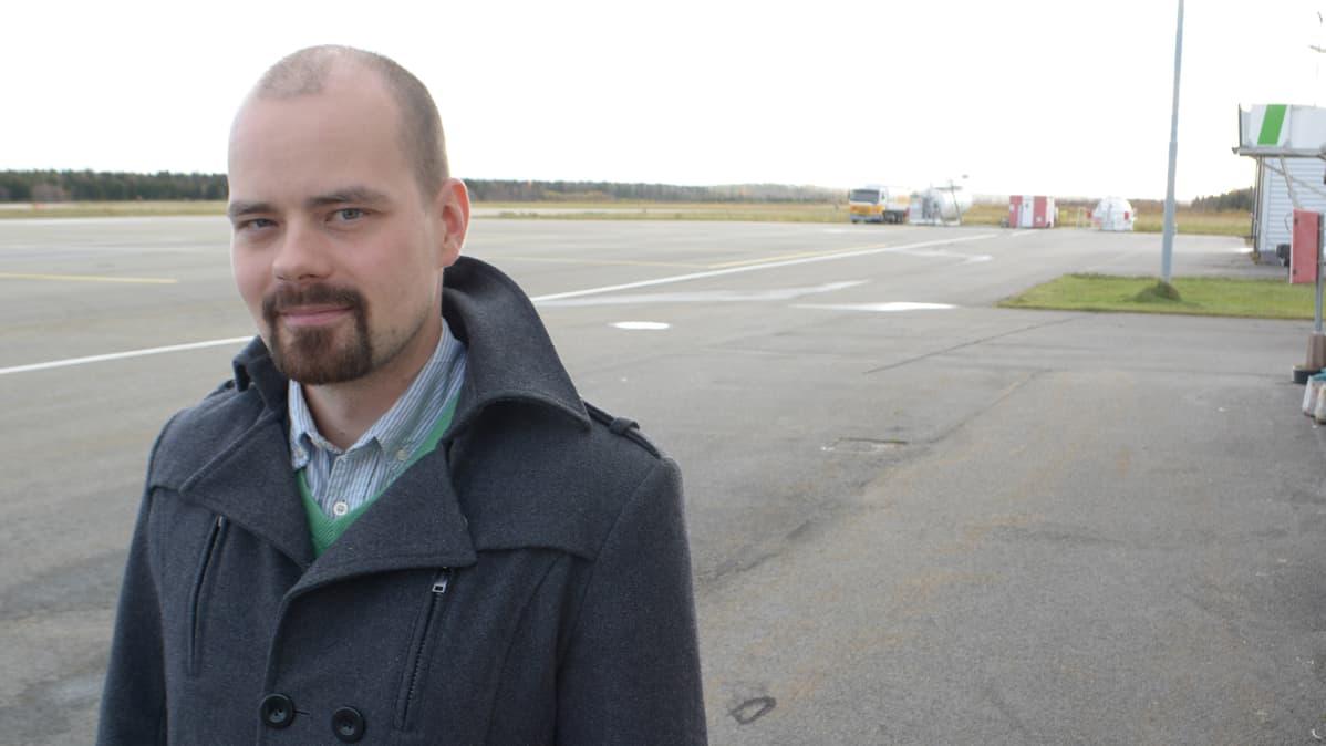 Pohjolan moottorilentäjät ry:n lennonopettaja Petri Rautio.