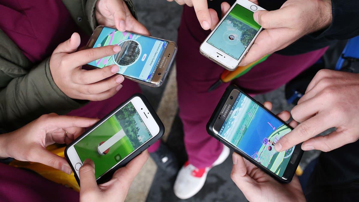 Pokemon Go -pelin pelaajia Australiassa.