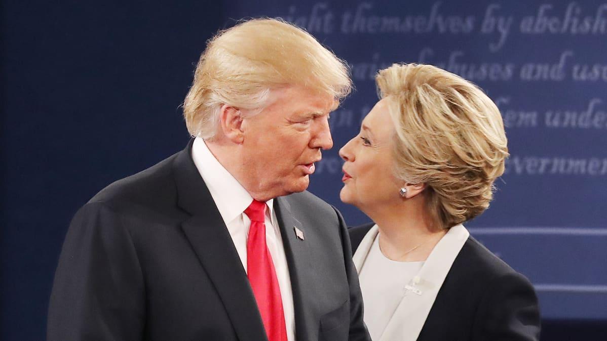 Donald Trump Hillary Clinton tapaavat vaaliväittelyssä  St. Louisissa.