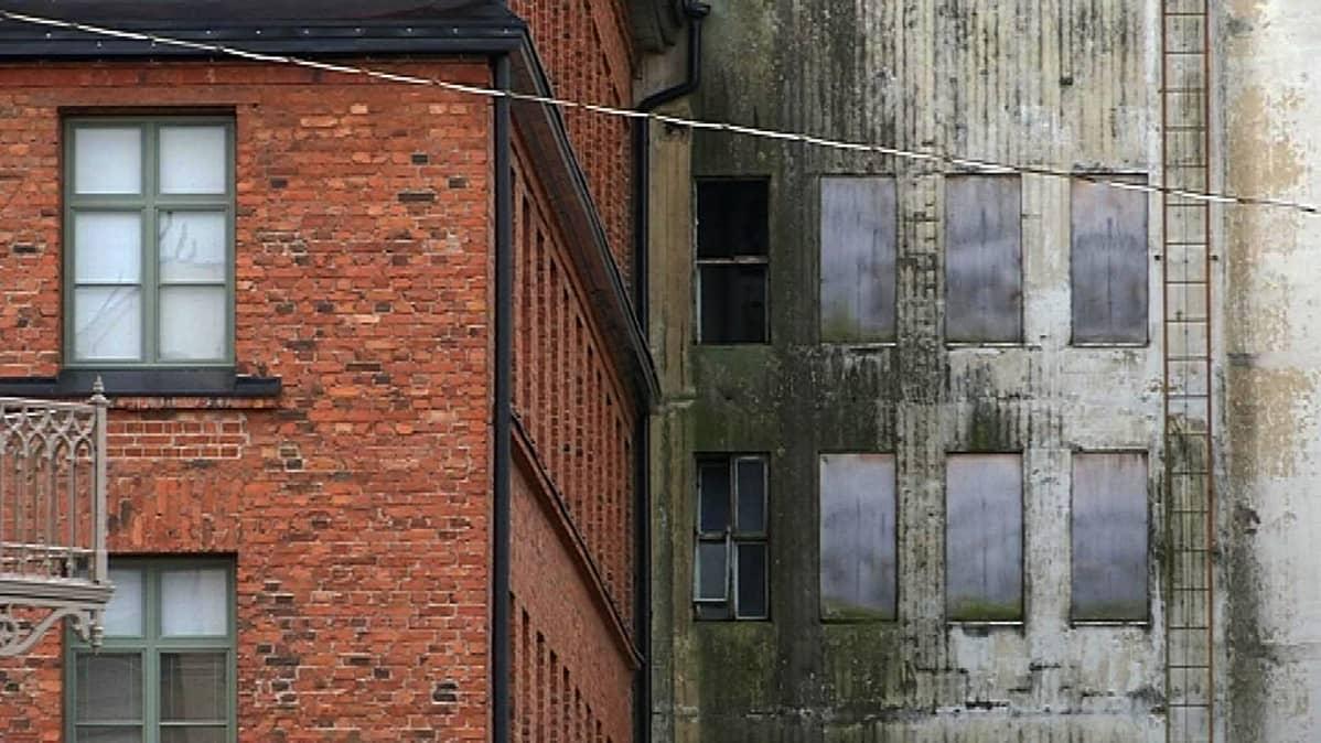 Vaasan Höyrymyllyn punatiiliset rakennukset ovat uusiokäytössä.