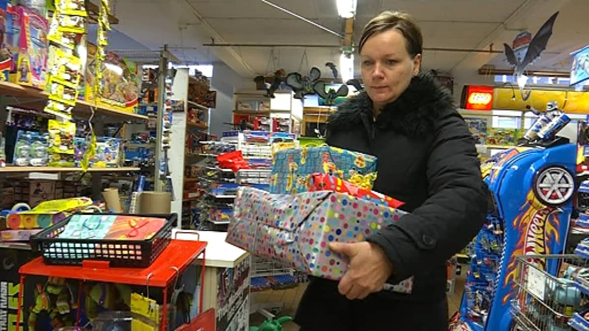 Heidi Koskela kantaa leluostoksiaan