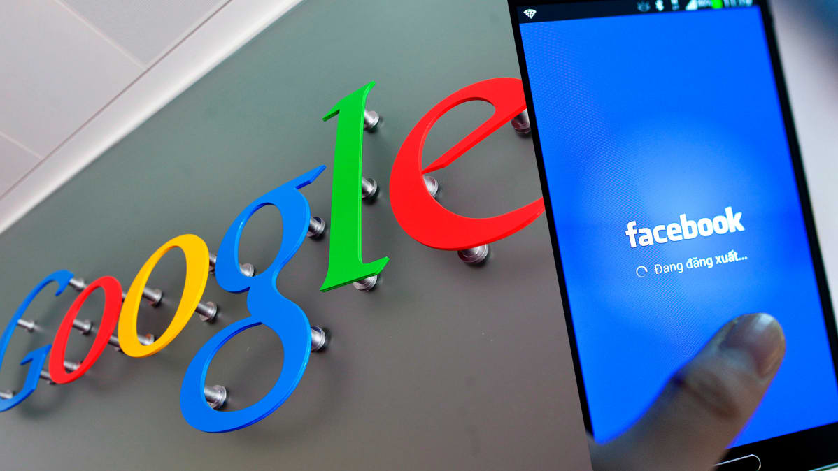 Grafiikka, jossa näkyvät Googlen ja Facebookin logot.