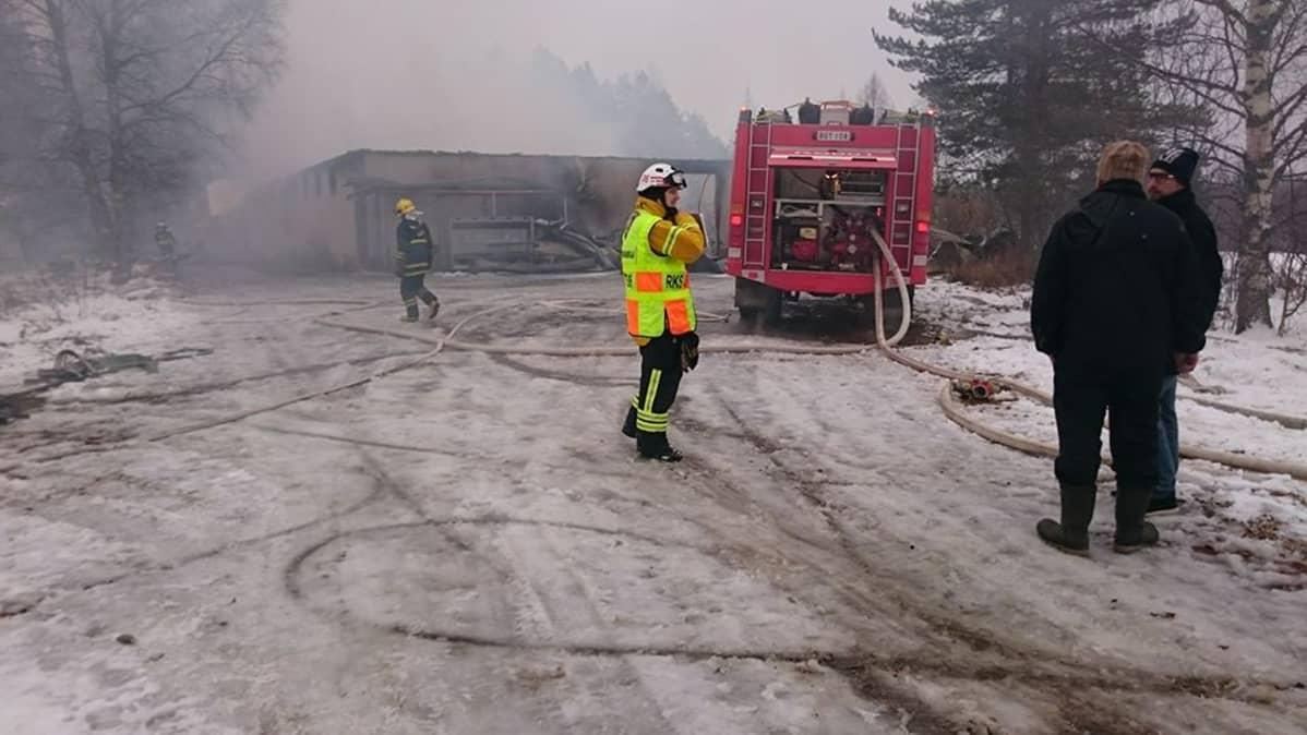 CandyWellin tehtaan tulipalo Kivijärvellä.