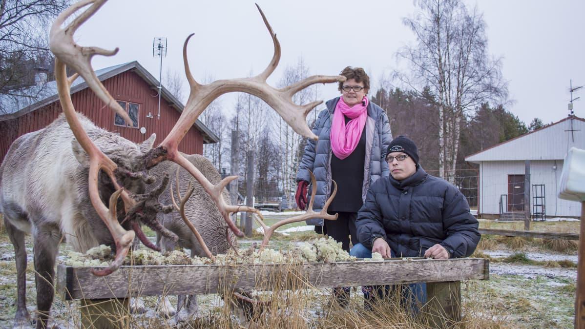 Poroja sekä Raili ja Kimmo Karvonen.