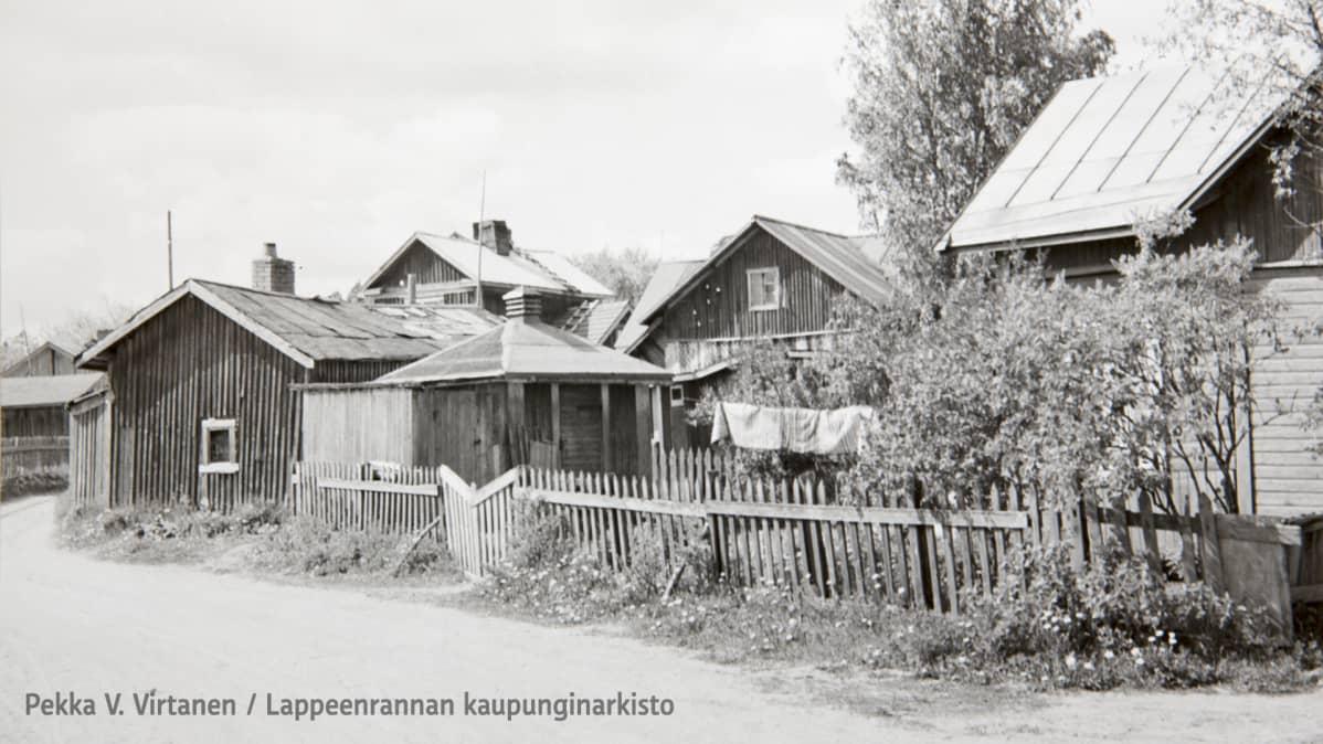 Hakali vuonna 1955. Liisankujan ja Kullervonkadun kulmaus