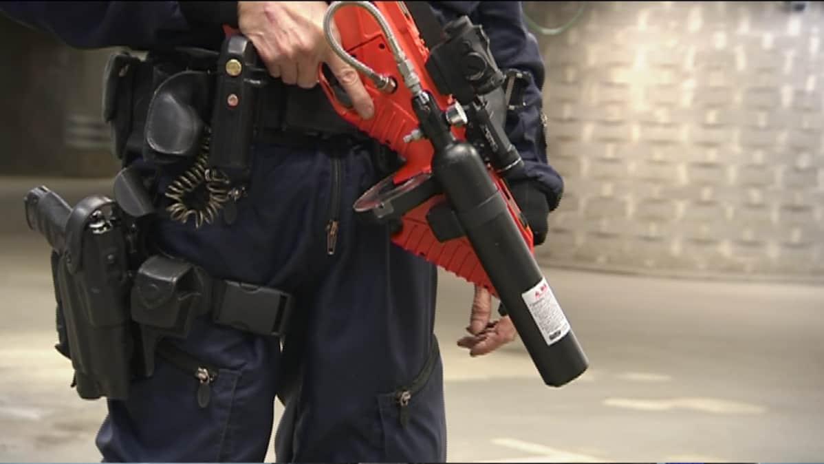 FN 303 kuuluu poliisin varustukseen vain muutamassa Euroopan maassa.