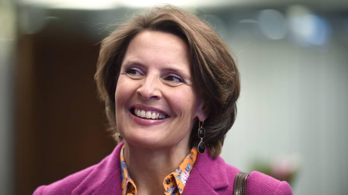 Liikenne- ja viestintäministeri Anne Berner