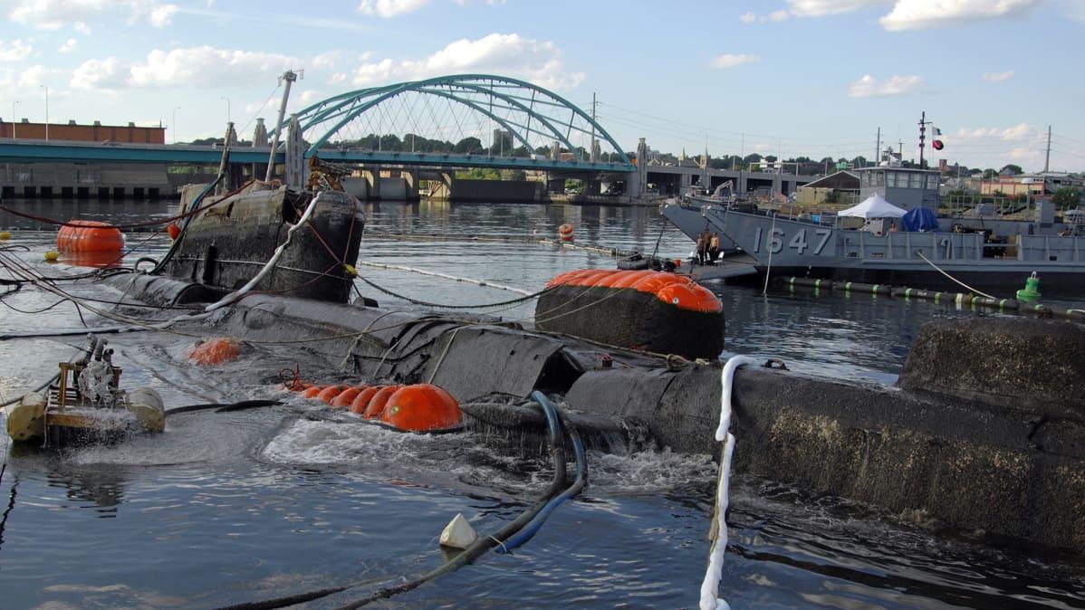 Providence-joen pohjasta nostettu K-77 sukellusvene kuvattuna heinäkuussa vuonna 2008.