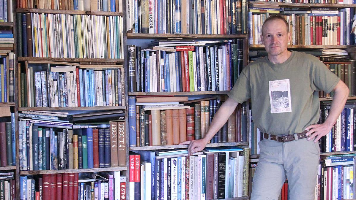 Ari Savikko Kalakirjastolle kaavaillaan omia tiloja Muonioon. Tällä hetkellä suurin osa kokoelmasta on Ari Savikon kotona.