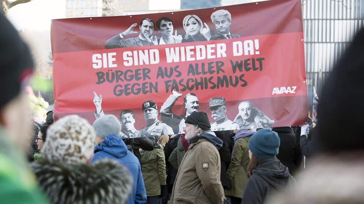 Fasismin vastainen mielenosoitus Saksan Koblenzissa.