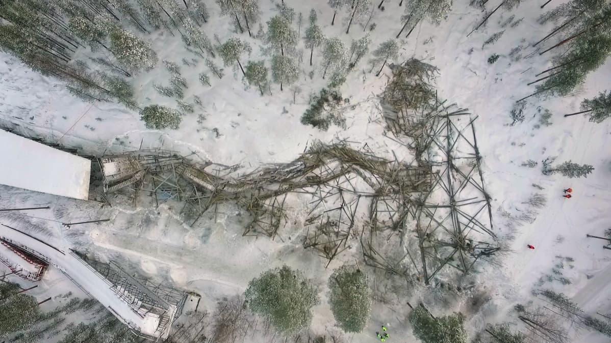 Räjäytetty Kajaanin hyppyrimäki