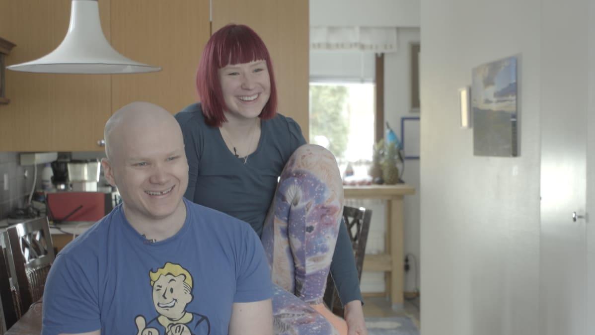 Lauri ja Anni Vuohensilta tekevät yrittäjinä pidempää päivää kuin palkkatöissä, mutta nauttivat siitä.